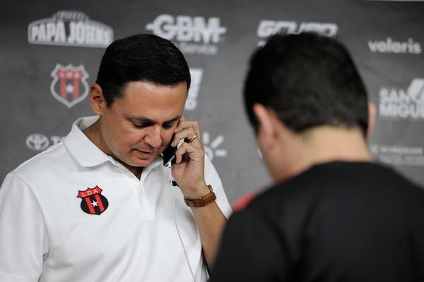 Don Fernando cree que quien filtró el borrador del contrato de Benito Floro debe ser investigado por la fiscalía del club. Rafael Murillo