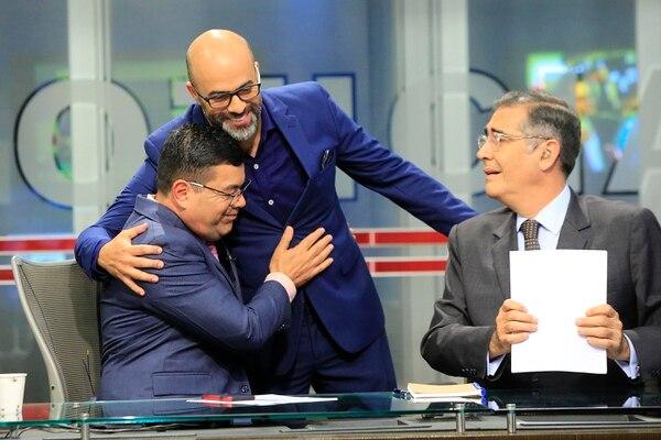 Marcelo Castro se despidió rodeado de mucha alegría y buenos deseos de sus compañeros Jorge Martínez e Ignacio Santos. Foto: Rafael Pacheco
