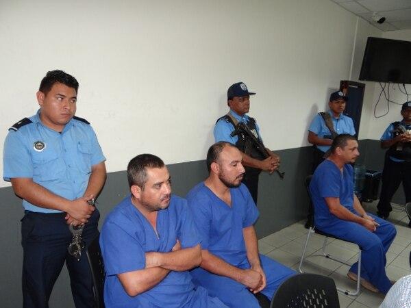 Dos mexicanos y el tico Juan Miguel Castro Zúñiga, de 34 años (al lado derecho) sospechosos de tráfico de drogas en Nicaragua. Foto: Cortesía Diario Hoy para LT