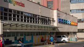 Grave bebé de 2 años que cayó desde balcón de un segundo piso