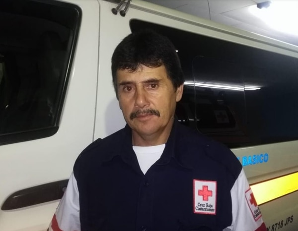 Rafael Ángel Mora, cruzrojista, detalló que los indígenas realmente llegaron al hospital en una condición muy delicada. Foto Keyna Calderón.