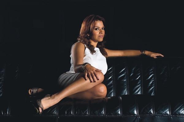 Karina inició en la televisión en canal 9, luego pasó a canal 6 donde estuvo cuatro años y ahora es parte de canal 8. Archivo