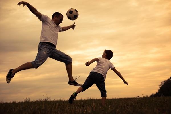 Sergio y Ramón juegan con sus hijos como cualquier padre. Foto: Shutterstock / Ilustrativa.