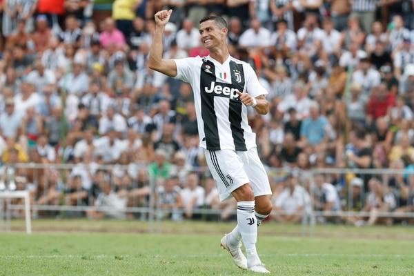 Cristiano Ronaldo celebra su primer gol con la Juventus, este domingo en el amistoso familiar que organiza la familia Agnelli desde 1955. AP