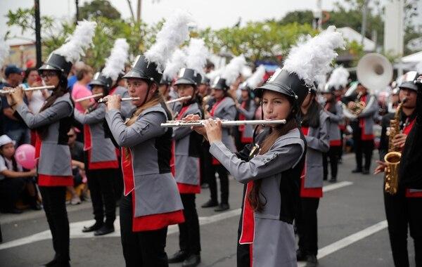 La banda municipal de Alajuela abrió el desfile, con mucha elegancia. Foto Jeffrey Zamora