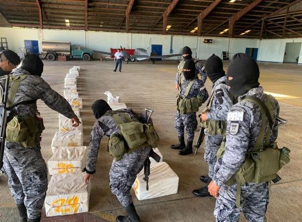 Los 572 paquetes de cocaína tienen un valor aproximado de 40 millones de dólares. . Fotos: Cortesía de Prensa Libre Guatemala
