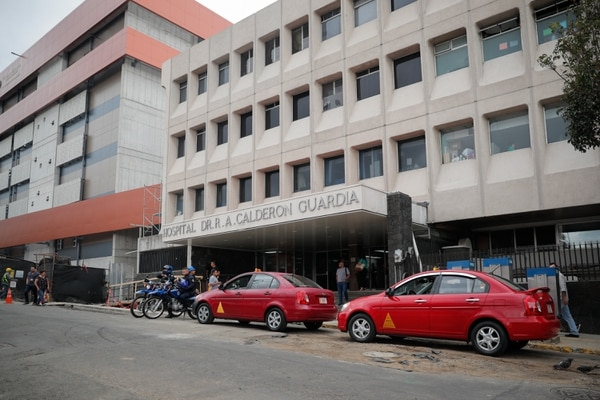 El herido fue llevado al Hospital Calderón Guardia. Foto Jeffrey Zamora
