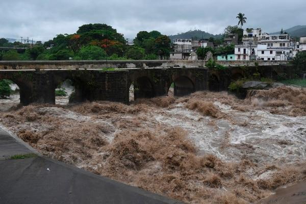 El río Los Esclavos ha hecho desastres en algunas zonas. AFP
