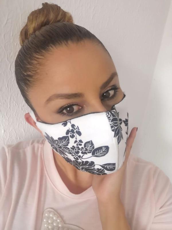La presentadora y modelo Cindy Villalta es de las que prefiere usar un cubrebocas con estampados para verse más coqueta al salir de su casa. Cortesía