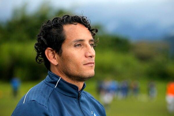 Randall Brenes en su nuevo brete como coordinador de liga menor en el Cartaginés en la cancha de Aguacaliente en Cartago. Fotos Mayela López