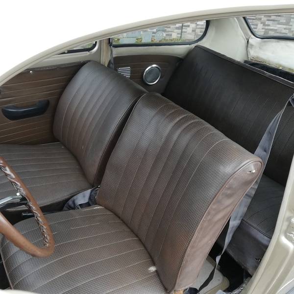 Está puras tejas de asientos y de motor, rueda como el primer día que salió de la fábrica, hace 50 años. Foto Eduardo Vega Arguijo.