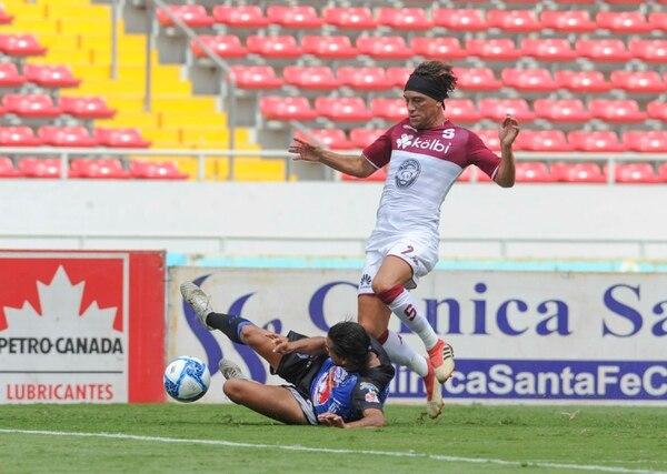 Bolaños se jugó un partidazo en la joya de La Sabana. Foto de jorge Castillo