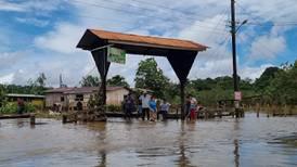 Sarapiquí cumple una semana inundado y la ayuda no llega