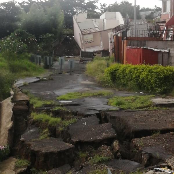 El barrio quedó irreconocible, parece que pasó un huracán. Foto cortesía.