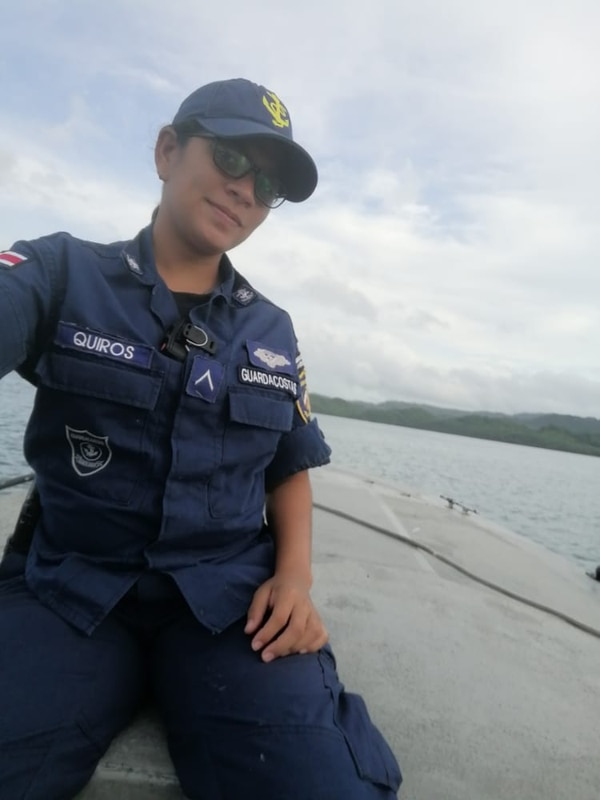 La oficial del Servicio Nacional de Guardacostas Meylin Quirós Tenorio está en los patrullajes de la zona norte del país. Foto: Cortesía