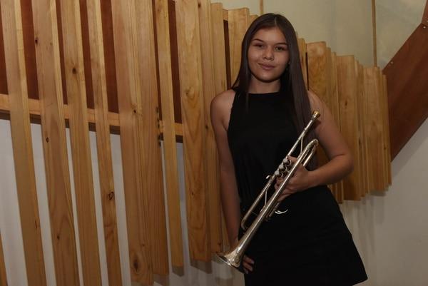 Mariana Zamora, es la primera trompetista. Foto: Carlos González