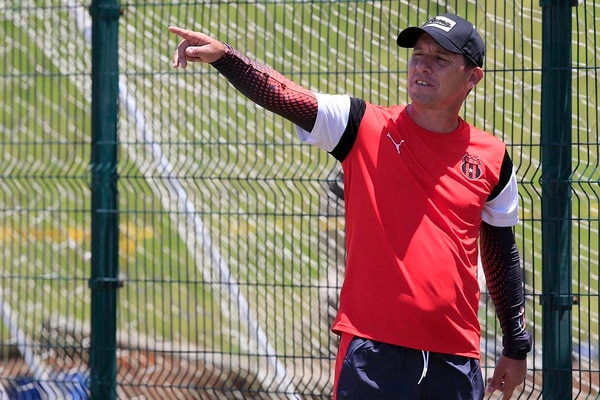 Parece que lo que Everardo no sabía, es que la directiva manuda había decidido, desde antes del final del torneo, que pasara lo que pasara Wílmer López no iba a seguir como entrenador del equipo. Rafael Pacheco