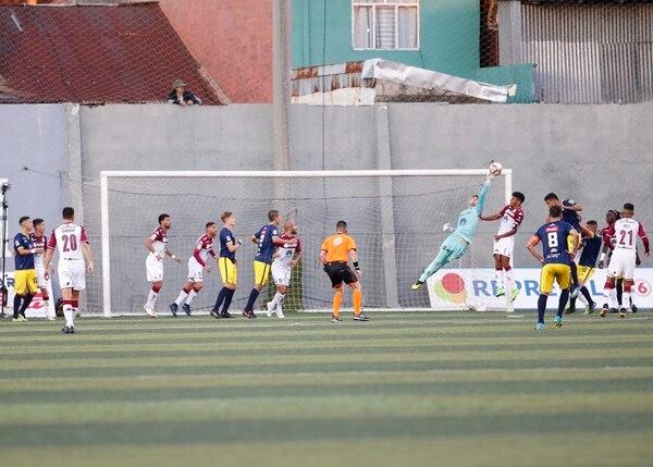 Una vez más Aarón Cruz se lució en al menos tres o cuatro opciones. Foto: Albert Marín.
