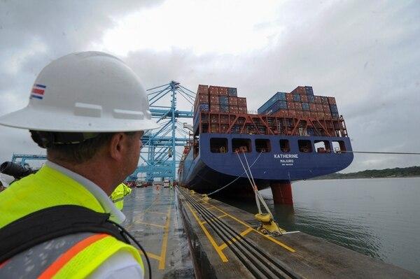 El tamaño del buque es impresionante. Foto de Jorge Castillo